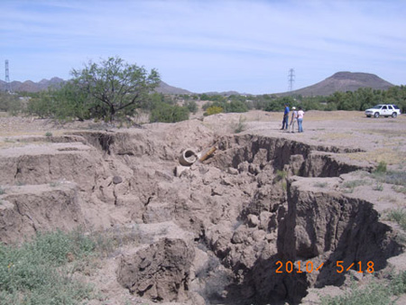 Headcutting erosion along the Santa Cruz River prior to project construction