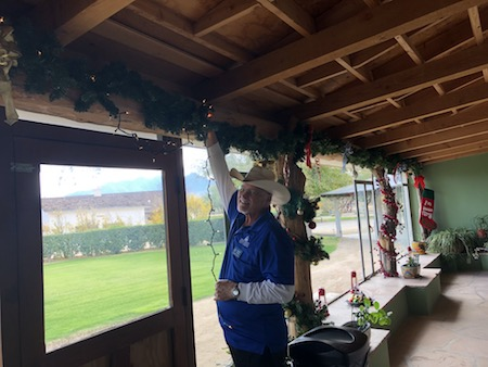Volunteers decorate Canoa Ranch